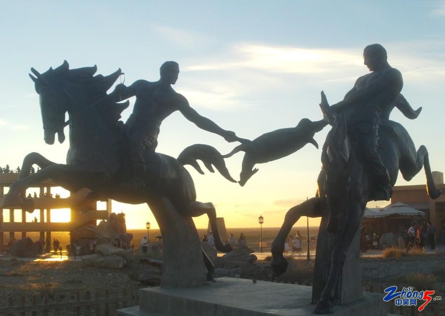 96景区内的雕塑.jpg