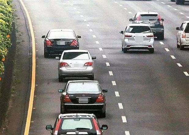 高速路龟速行驶惹人厌